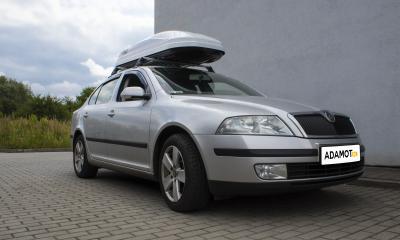 Z nami przewieziesz wszystko swoim samochodem. Tak jak Skoda Octavia II z boxem dachowym Hakr.