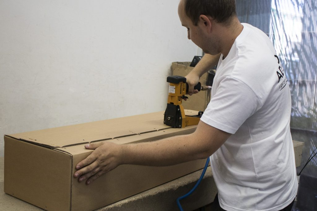 Technika pakowania haków holowniczych to lata praktyki i doświadczeń.