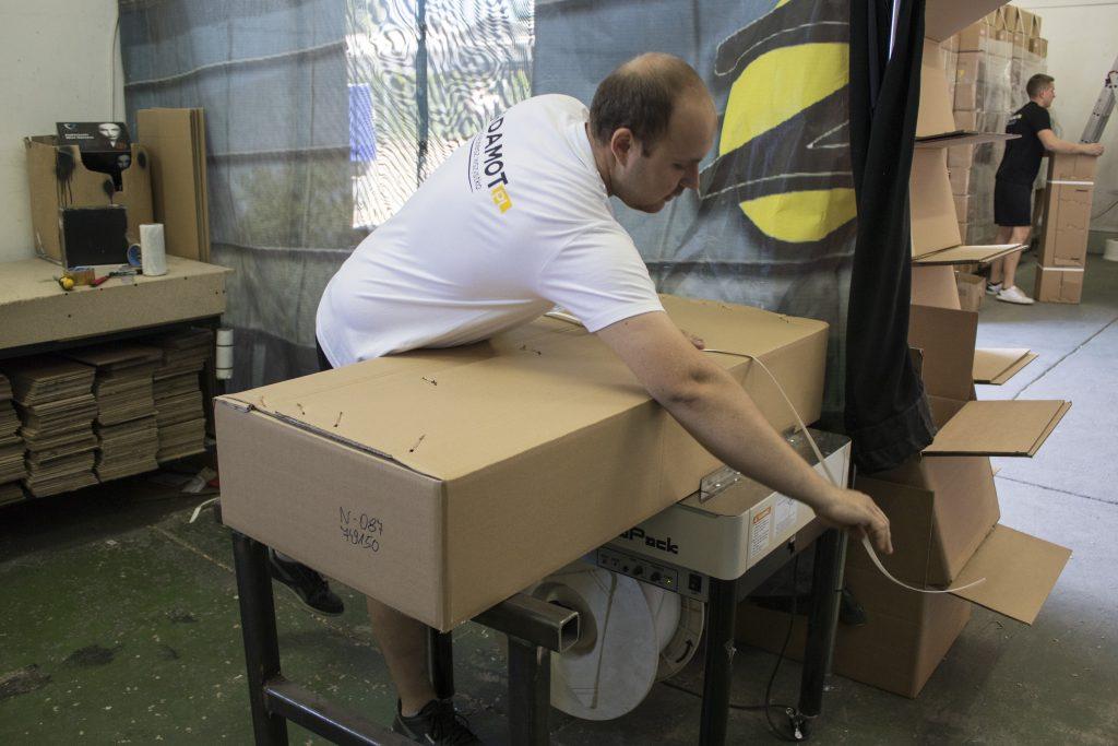 Pracownicy naszej firmy wiedzą jak zapakować ciężkie i duże towary, aby bezpiecznie dotarły do swoich właścicieli.
