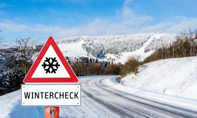 Łańcuchy śniegowe bezpieczeństwo na drodze w zimie.