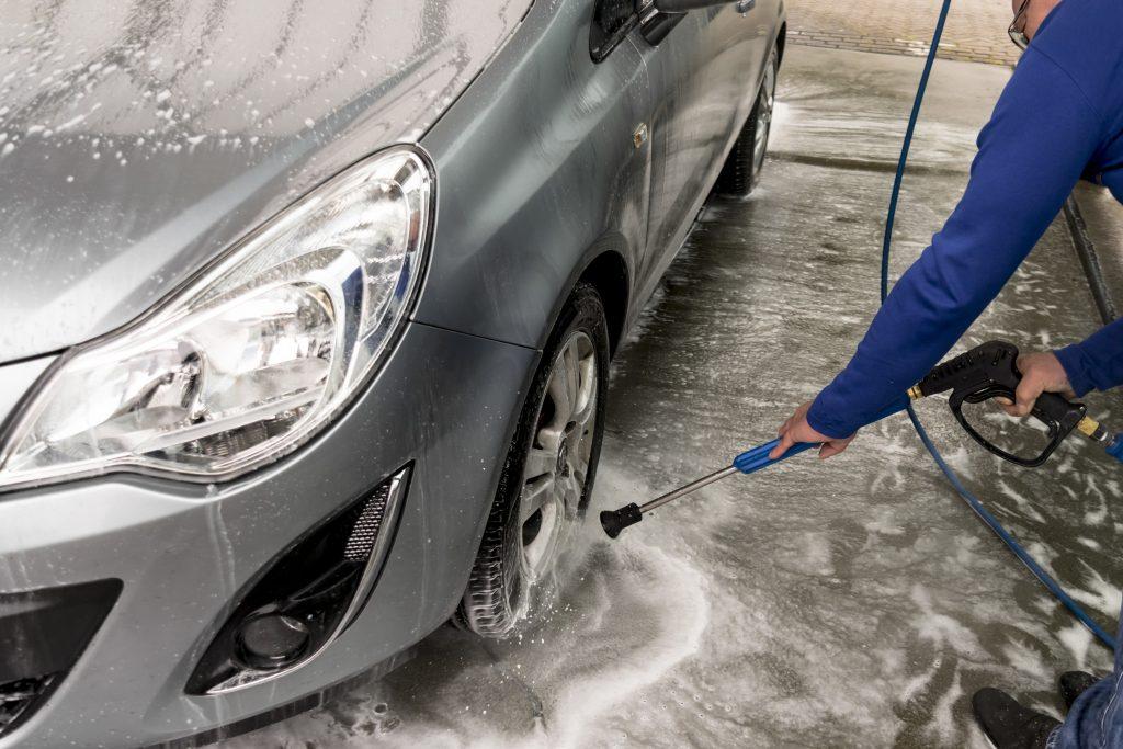 Zadbaj o samochód zimą. Sól przyspiesza korozje karoserii.